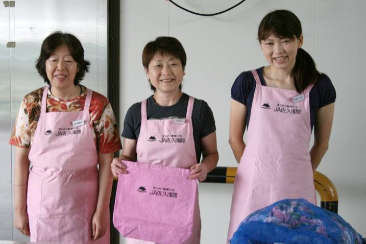 JA佐久浅間産地PR カーネーション染めエプロン発表会